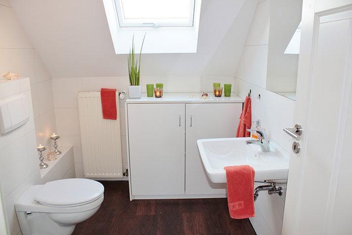 Mała łazienka – wybierz kabinę prysznicową na wymiar