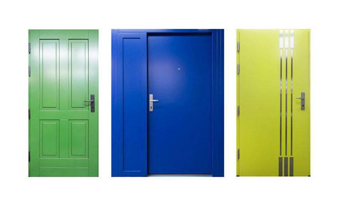 Czy warto wybrać kolorowe drzwi?