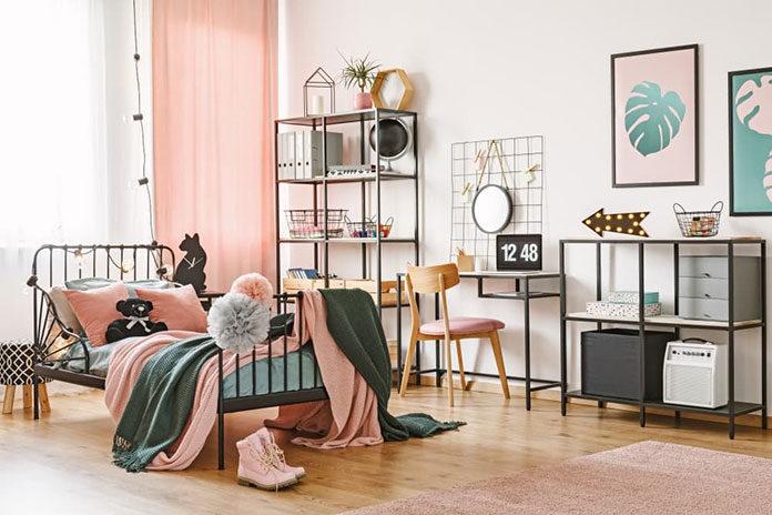 Jakie łóżko do sypialni? Drewniane czy metalowe?